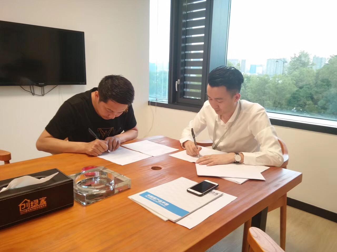热烈祝贺成都刘总签约创绿家!